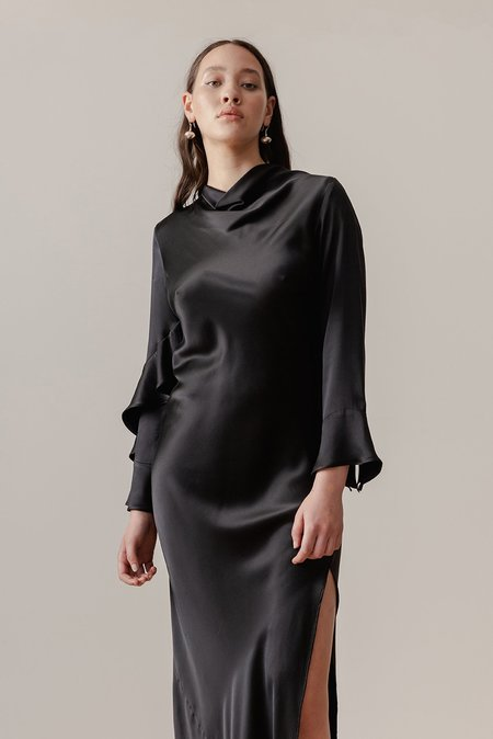 LOCLAIRE Oyster Gown - Black