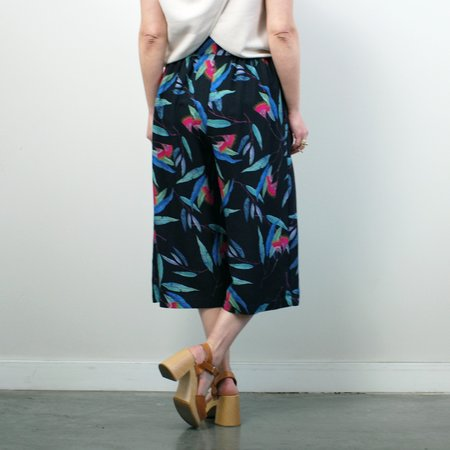 Allison Wonderland Soufflot Culottes - Black Tropical