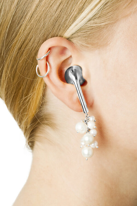 VIBE HARSLOF Pearl Cluster Airpods Earring - Silver