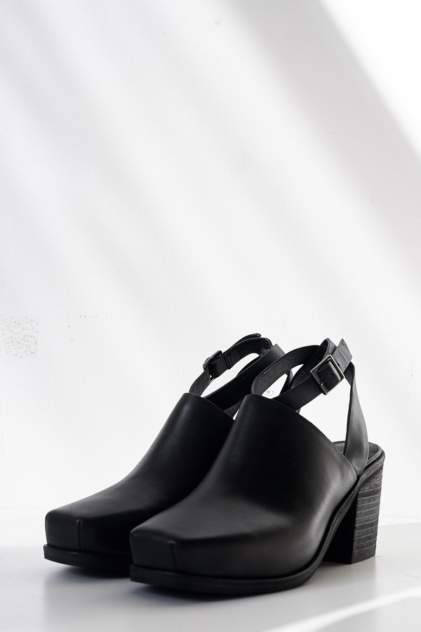 Intentionally Blank Leather Picnic Heel - Black