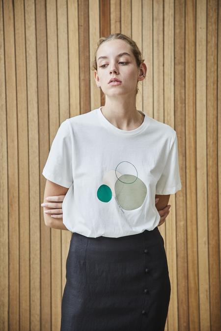 Maison De Ines COTTON T-SHIRT WITH CIRCLE GRAPHIC - white