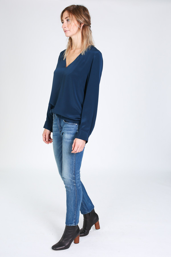 Vincetta V-neck Blouse in Navy