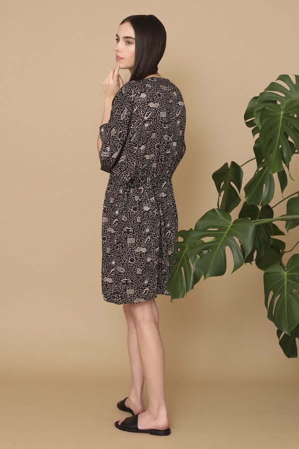 Osei-Duro Toss Kimono in Black Doodlebop