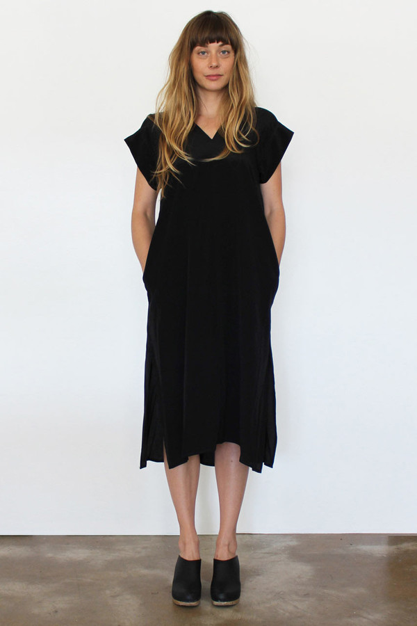 esby banks silk kimono dress in black