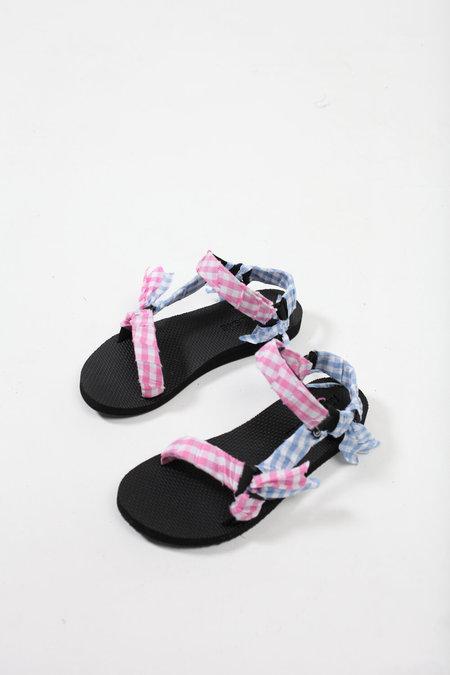 ARIZONA LOVE Trekky Gingham Bandana Sandals