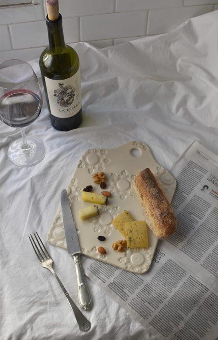 OWO Cerámica Victorian Cheese Board -Cream