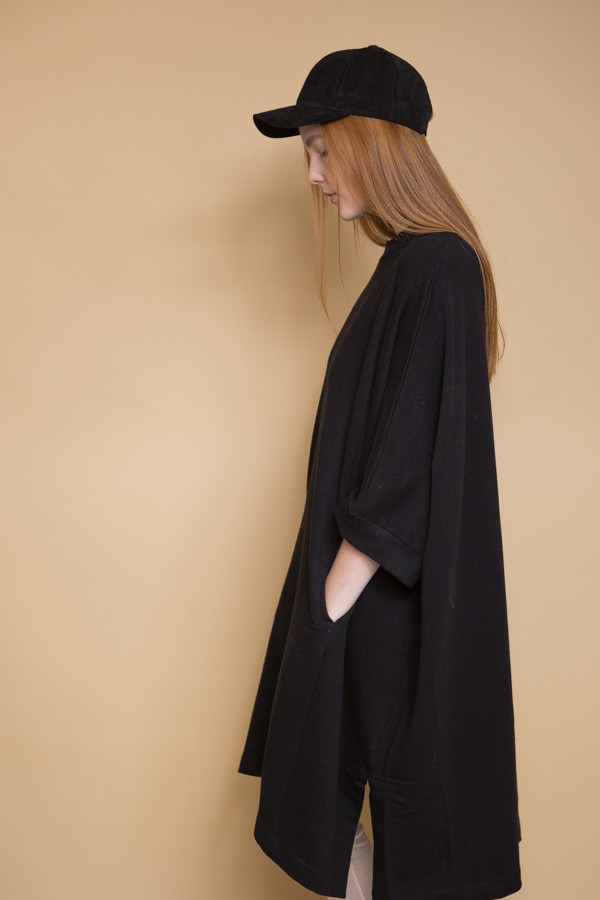 Kowtow Place To Be Cape - Black