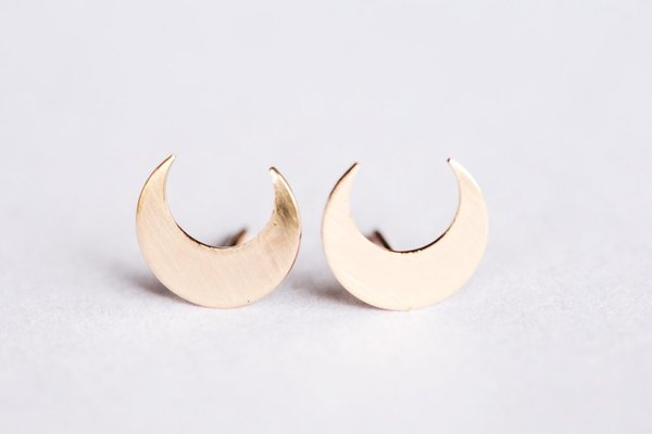 Favor Taurus Post Earrings