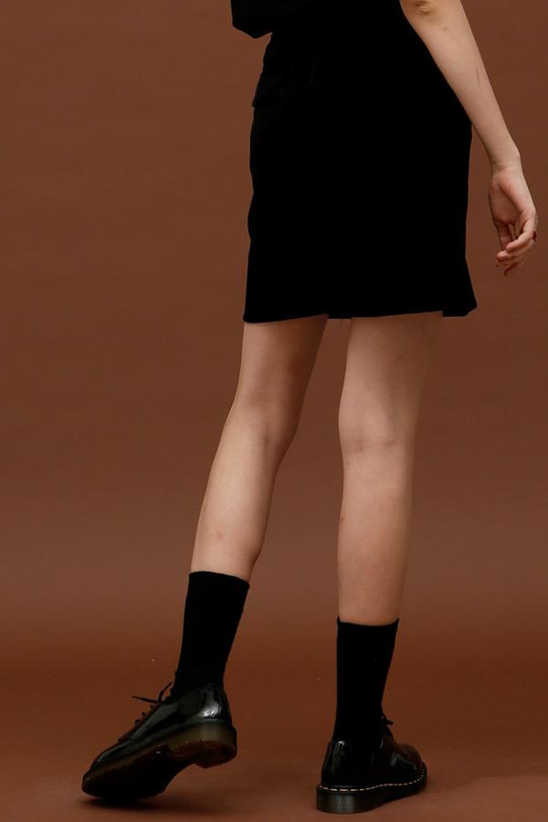 ROCKET LUNCH Velvet Botton Skirt- Black
