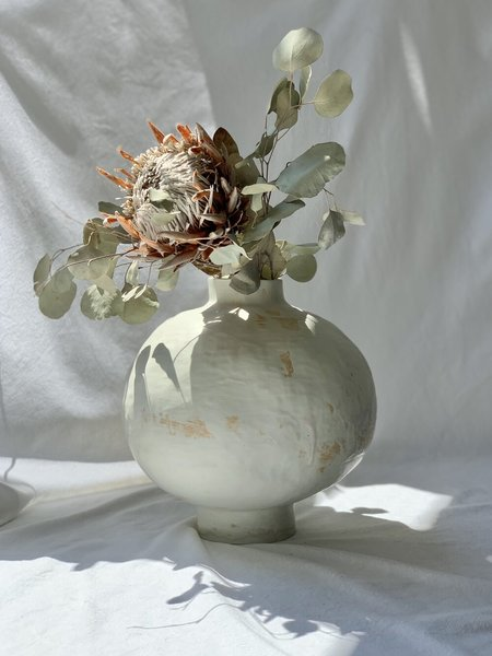 NEDDA STONEWARE MOON JAR - white