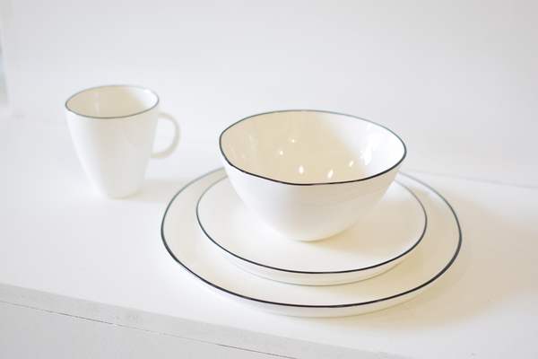 Canvas Home Abbesses Black Rim Dinnerware Set