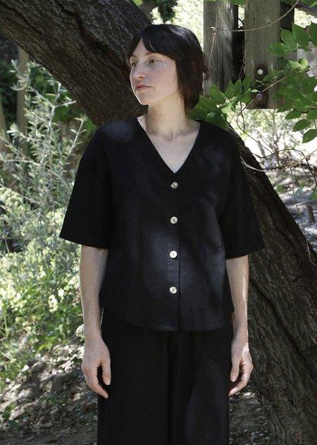 Me & Arrow V Neck Shirt - Black