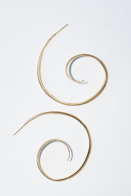 Chee-me-no Large End Twirl Hoop - 14k Gold