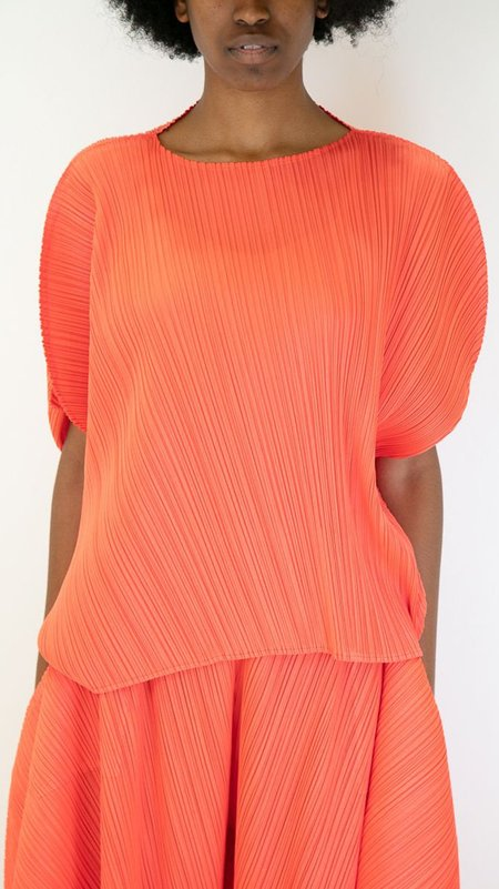 Issey Miyake Pleats Please Curved Asymmetric Top - Bright Red