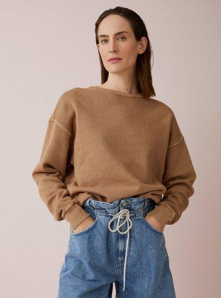 closed sweatshirt - golden oak