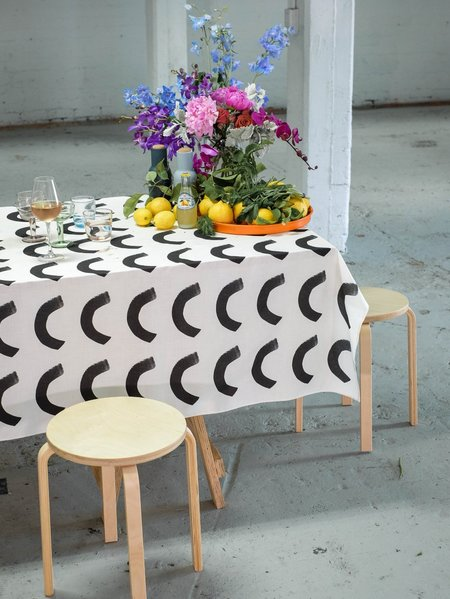 Mosey Me Curve Tablecloth - White