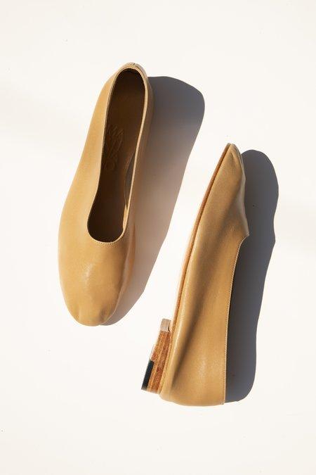everythingisease Martiniano Glove Shoe - Camel