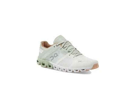 On Shoes Cloudflow Women 25.99636 sneakers - Aloe/White