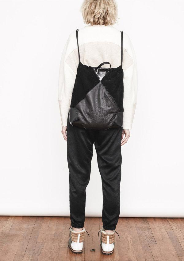 Berenik Bagpack - Drawstring Black Shiny/Matt Leather