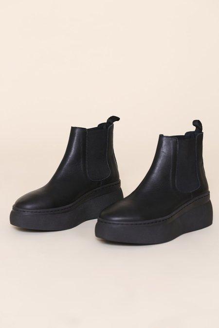 """INTENTIONALLY __________."" Kavin Boots - Black"
