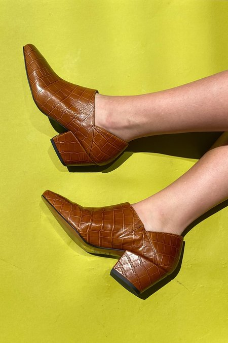 About Arianne Julieta Loafer - Brown Coco