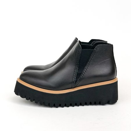 All Black Chelsea Flatform shoes - black