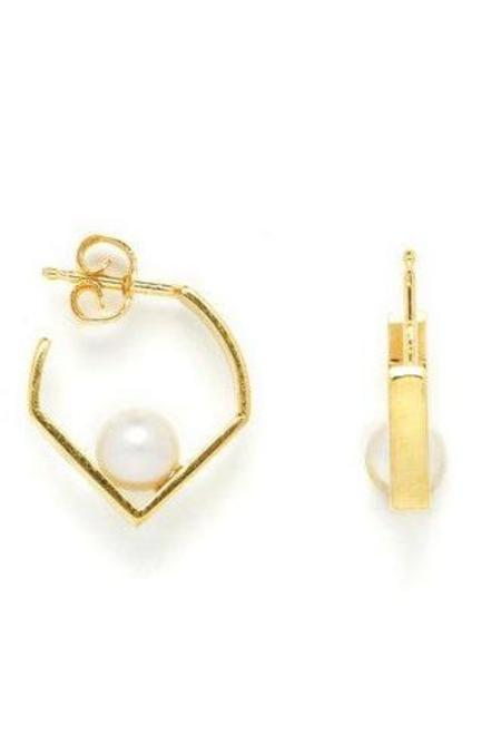 Vibe Harslof Iris Pearl Earring - 18 kt gold-plated sterling silver
