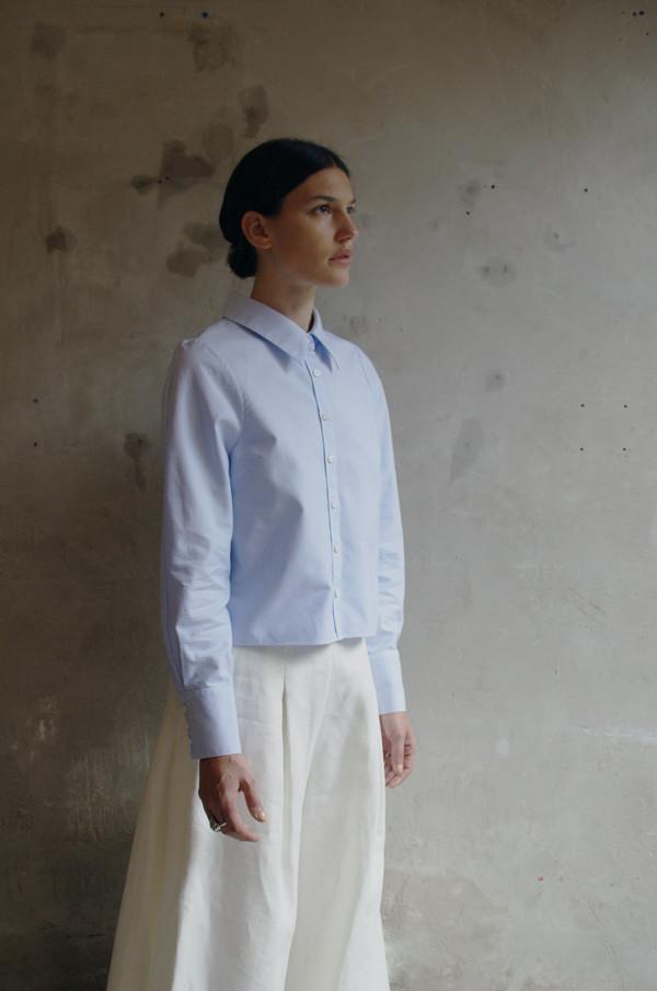 UNIFORME Winhoffer Curved Shoulder Shirt (Azure Blue)