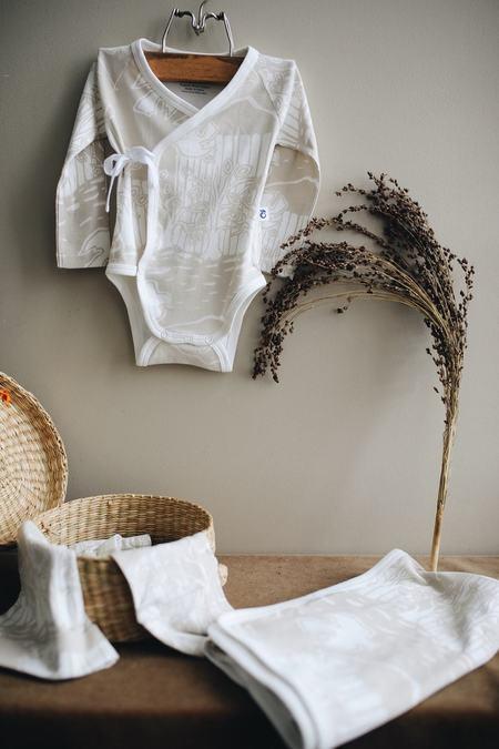 Granelito 100% Organic Pima Cotton Newborn Kit - Apple Tree print