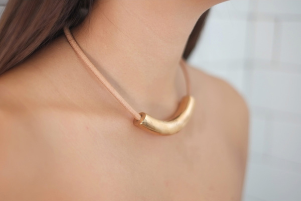 jujumade arch necklace