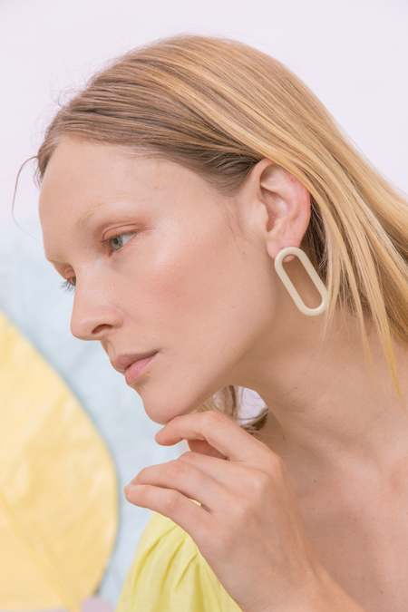 MATTER MATTERS Oval Earrings - Stainless steel/Beige