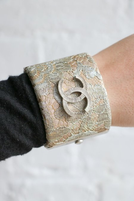 [pre-loved] Chanel Lace Hinge Cuff - Silver