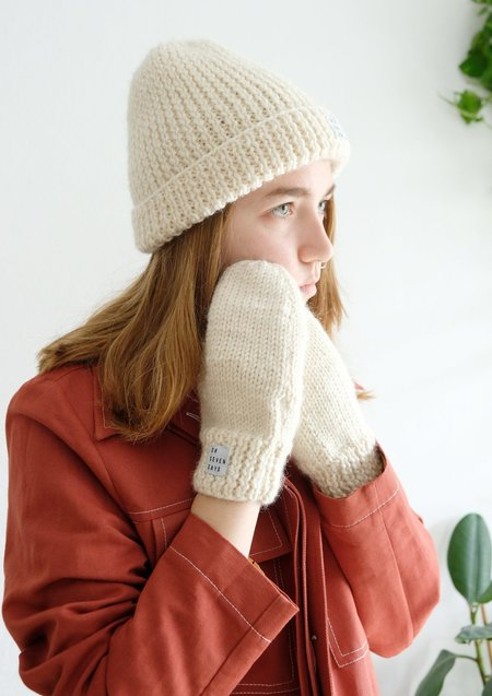 OhSevenDays Hand Knitted Oh'Beanie & Mitten Set