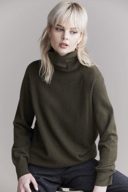 Laing Home Hemingway Cashmere Roll Neck sweater - Forest