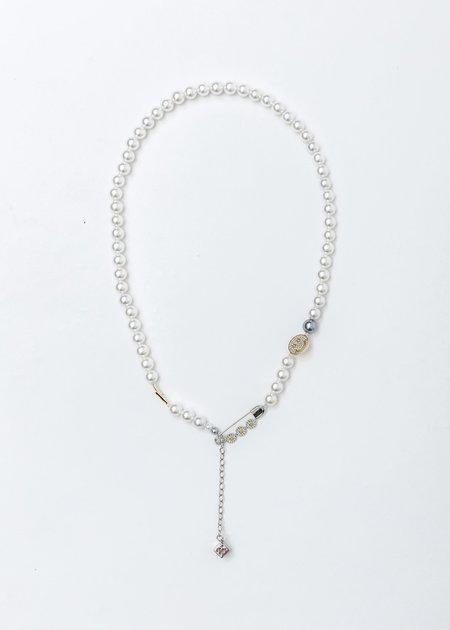 ASTAR HADES Pearl Daisy Pin Necklace - Silver