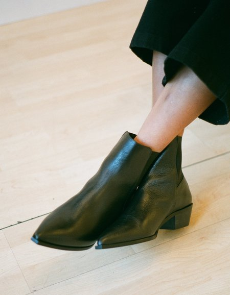 Flattered Willow Grained Leather Boot - Black
