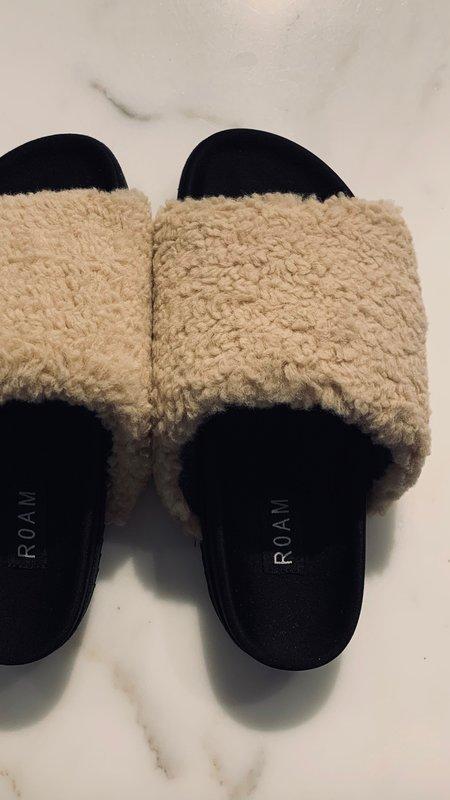 Roam Faux Shearling Fuzzy Slides - Cream