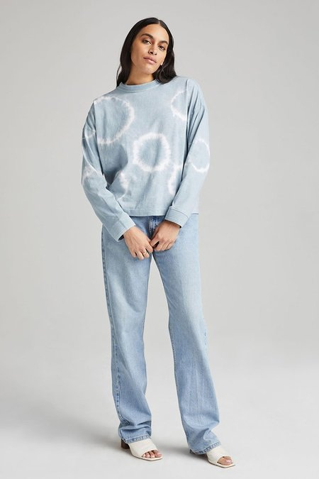 Richer Poorer RELAXED LONG SLEEVE TIE DYE PULLOVER - BLUE MIRAGE WASH