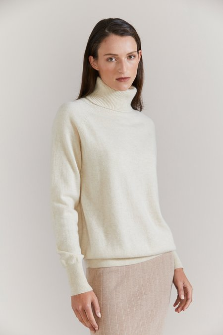 Laing Home Hemingway Cashmere Roll Neck sweater - Cream Marle