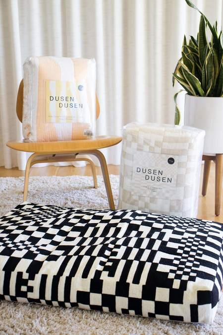 Dusen Dusen River Coverlet quilt - peach/white