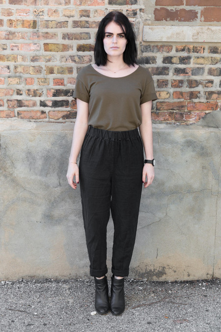 Ali Golden Roll-Sleeve T-Shirt in Olive