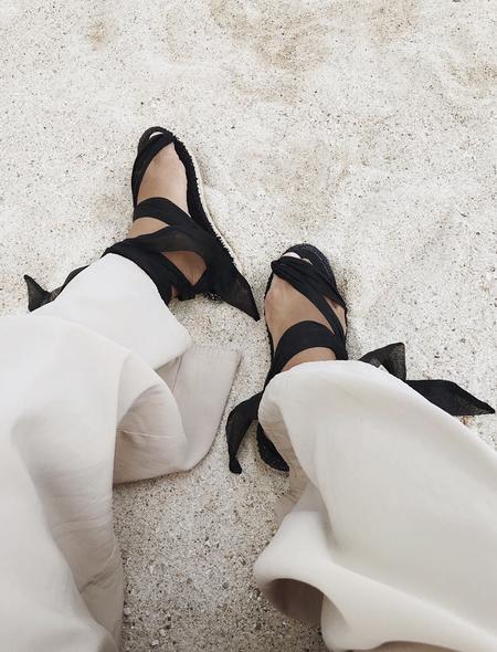 Es Par Ta Sueño Sandal - Oscuro