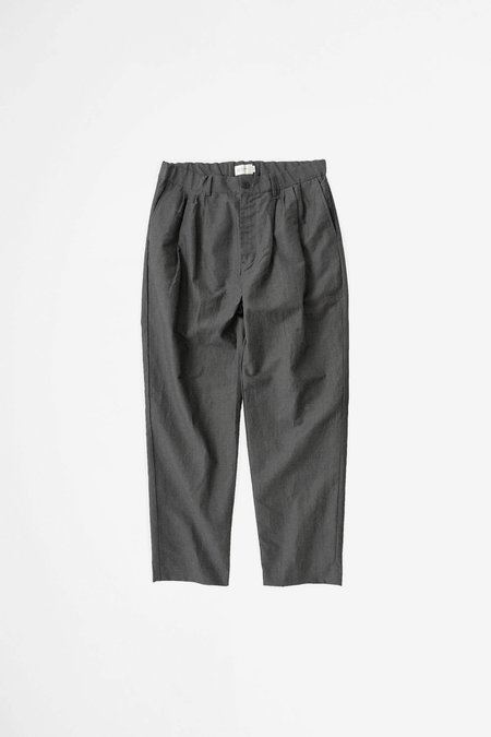 Still By Hand 4 Tuck pants - charcoal