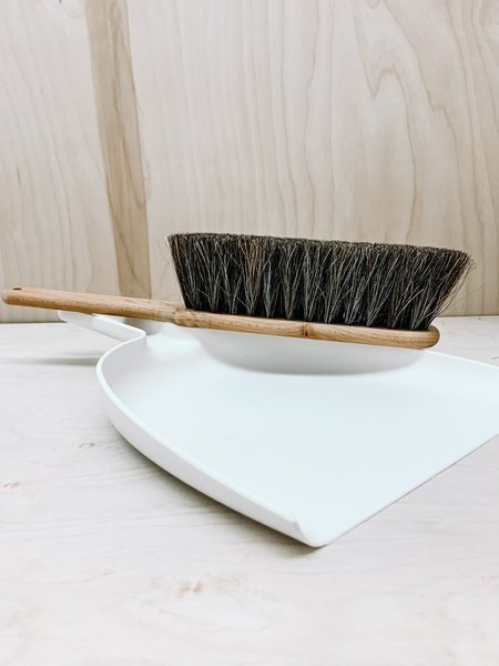 Iris Hantverk Brush and Dust Pan Set