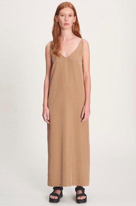 we.re V-neck dress - caramel