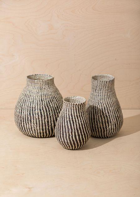 Territory Calabash Vase - Black/White
