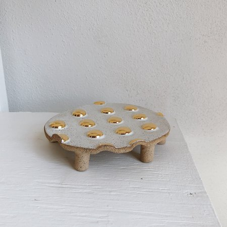 The Object Enthusiast Speckled Gold Dot Table Trivet - white/22k gold
