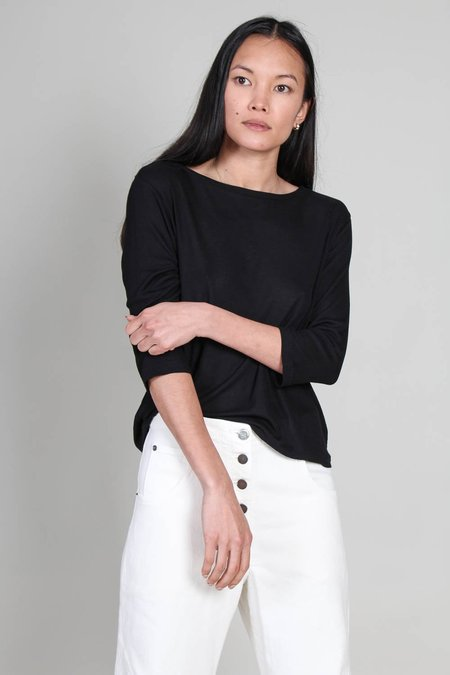 Majestic Soft Touch Stripe Rib Semi Relaxed 3/4 Sleeve Boatneck top - Noir