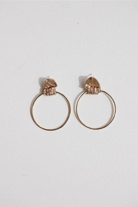 Yu Yu Shiratori Gripped Hand Earrings - Brass