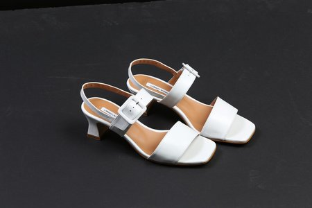 About Arianne Pauline Sandal - White